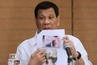 Duterte orders Filipino workers to leave Kuwait in 72 hours