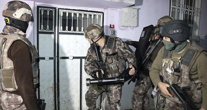 ألقت الشرطة التركية، اليوم الأربعاء، القبض على 35 شخصا للاشتباه بانتمائهم إلى تنظيم