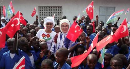 أمينة أردوغان تفتتح مسجدا ومدرسة في غامبيا