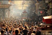 شارع الاستقلال السياحي قرب ميدان تقسيم في اسطنبول