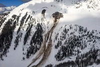 4 people feared dead after avalanche hits Swiss ski area