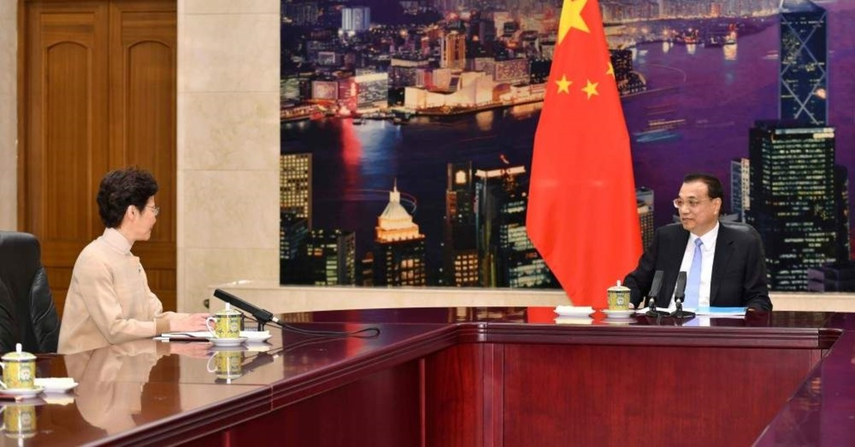 Chinese Premier Li Keqiang (right) meets with Hong Kong Chief Executive Carrie Lam, Beijing. Dec. 16, 2019. (AFP Photo)