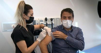100 ألف موظف من القطاع الصحي في تركيا تلقوا لقاح كورونا