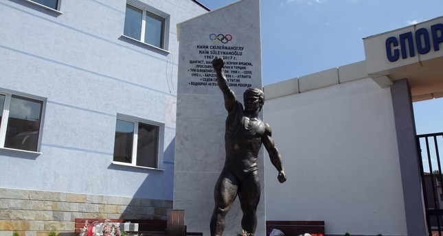 A statue of Naim Süleymanoğlu has recently been erected in his hometown in Bulgaria.