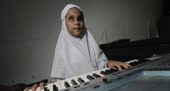 Visually impaired piano prodigy plays music with heart