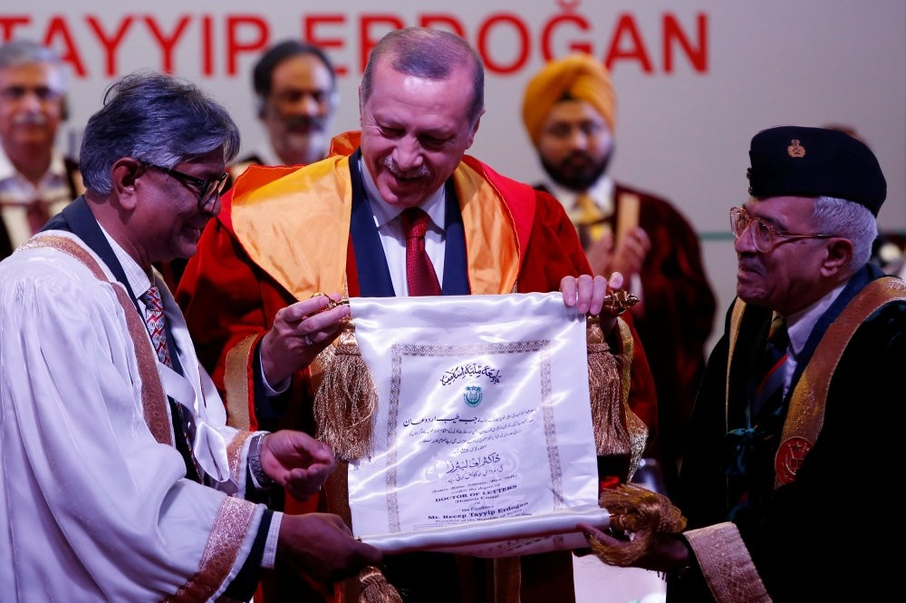President Recep Tayyip Erdou011fan (C) receiving an honorary Doctor of Letters degree from M. A. Zaki (R), Chancellor of Jamia Millia Islamia University, during a convocation in New Delhi, India on Monday.
