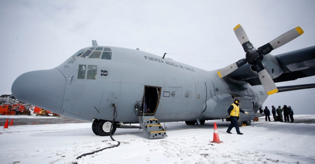 Picture taken on January 12, 2019 at Chile's Antarctic base President Eduardo Frei, in Antarctica, showing a Chilean Air Force C-130 Hercules cargo plane (AFP Photo)