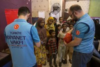 The Türkiye Diyanet Foundation (TDV) distributed food aid packages to 350 families, including widows and orphans who had come from Myanmar and Bangladesh, in the Pakistani city of Karachi as part...