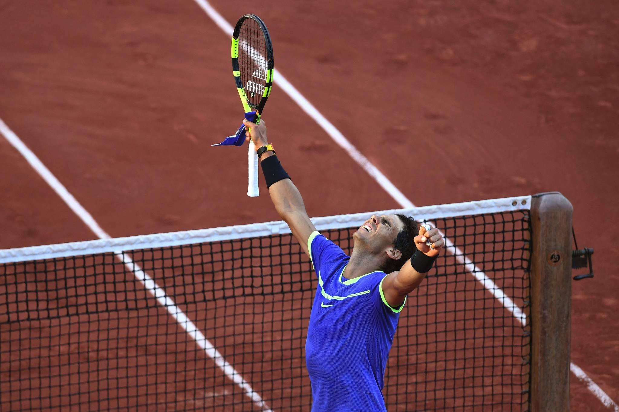 Spain's Rafael Nadal celebrates after winning his semifinal tennis match against Austria's Dominic Thiem at the Roland Garros 2017 French Open on June 9, 2017 in Paris. (AFP Photo)