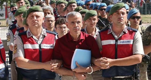 Soldiers escort Mehmet Dişli, the putschist general who was behind army chief Hulusi Akar's abduction during the 2016 coup attempt, to a courtroom for a hearing in 2017.