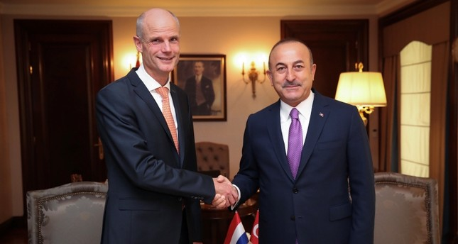 Foreign Minister Mevlüt Çavuşoğlu and his Dutch counterpart Stephanus Blok pose at the begining of a meeting in Ankara, Turkey, October 3, 2018. (REUTERS Photo)