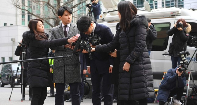 Seungri, center, member of a popular K-pop boy band Big Bang, bows on his arrival at the Seoul Metropolitan Police Agency in Seoul, South Korea, Thursday, March 14, 2019. (AFP Photo)
