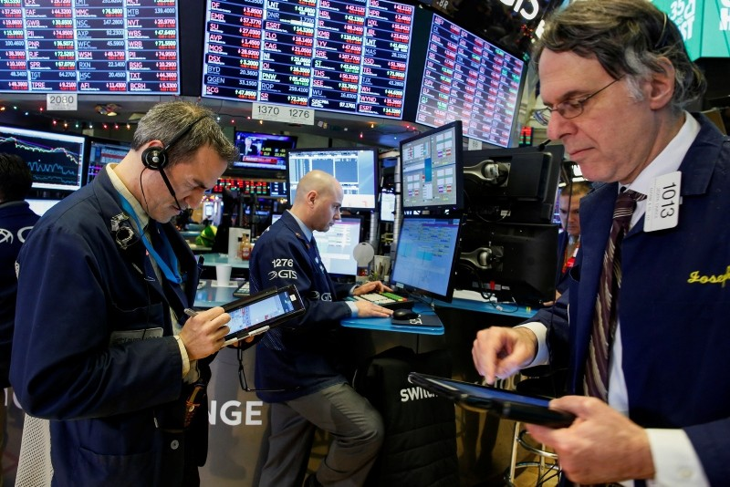 Traders work on the floor of the New York Stock Exchange (NYSE) in New York, U.S., December 27, 2018. (Reuters Photo)