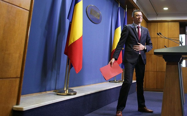 Romanian Prime Minister Sorin Grindeanu walks following a news conference after a no-confidence motion in Bucharest, Romania, June 21, 2017. (Reuters Photo)