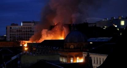 Großbrand zerstört berühmte Hochschule in Glasgow