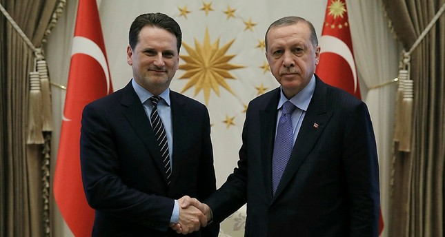 الرئيس التركي رجب طيب أردوغان يمين، يير كرينبول المفوض العام لوكالة الأمم المتحدة لإغاثة وتشغيل اللاجئين الفلسطينيين (أونروا) يسار - الأناضول