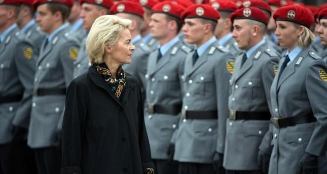 وزيرة الدفاع الألمانية (من الأرشيف)