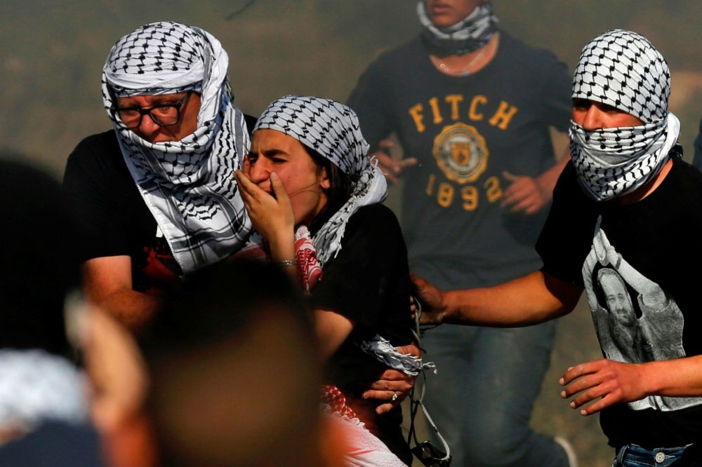 A female Palestinian protestor was hit in the face by a rubber bullet during clashes with Israeli security near the Jewish settlement of Beit El, north of the West Bank city of Ramallah, May 11. (AFP Photo)