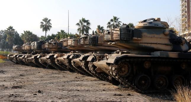 الجيش التركي يدفع بتعزيزات عسكرية جديدة نحو الحدود مع سوريا
