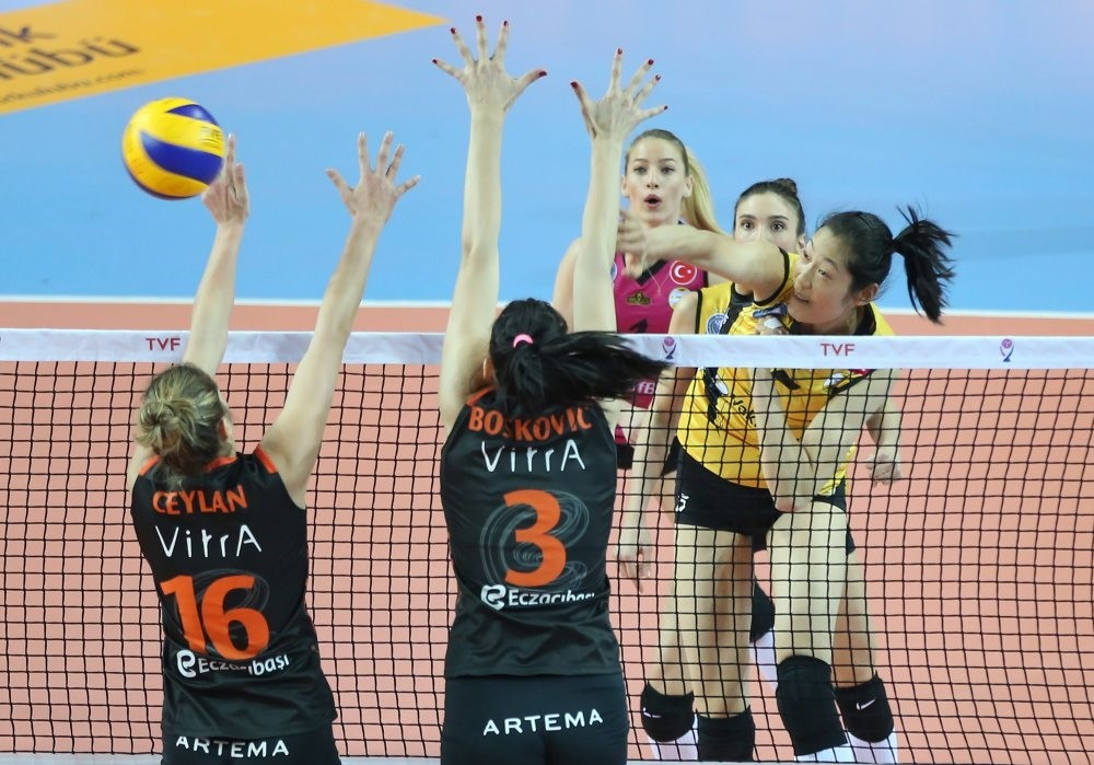 The competition between Eczacu0131bau015fu0131 VitrA and crosstown archrivals Vaku0131fbank will continue in the 2017 FIVB Volleyball Women's Club World Championship.