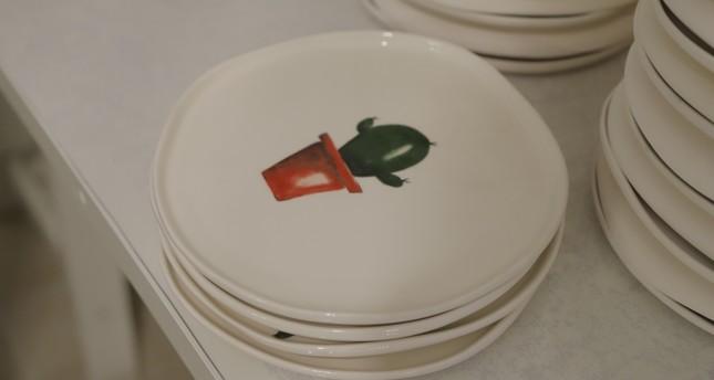 Büşra Yıldırım designs plates, cups and decorative objects, adorning them with various patterns.