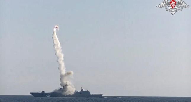 لحظة إطلاق صاروخ زيركون الخارق للصوت من السفن وزارة الدفاع الروسية