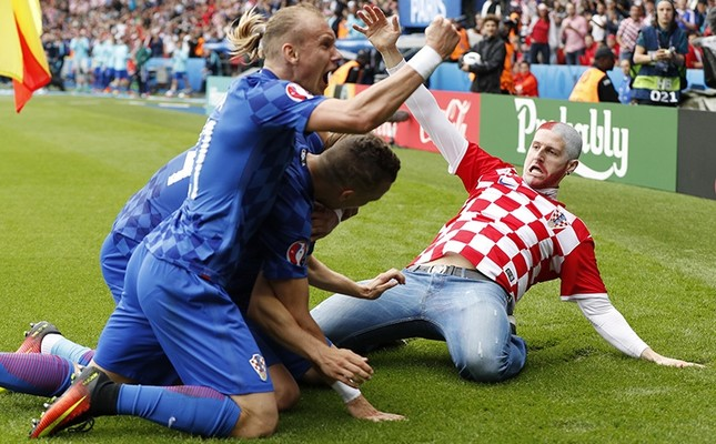 A Croatia fan celebrates on the pitch after Luka Modric scores their first goal against Turkey on June 12, 2016 at the Parc des Princes Stadium. (Reuters Photo)