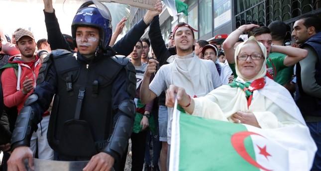 من الاحتجاجات الشعبية على ترشح بوتفليقة لولاية خامسة الفرنسية