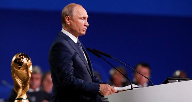 بوتين متحدثا في مؤتمر الفيفا 68 اليوم (EPA)