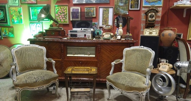 Balat's new auction house meets antique enthusiasts