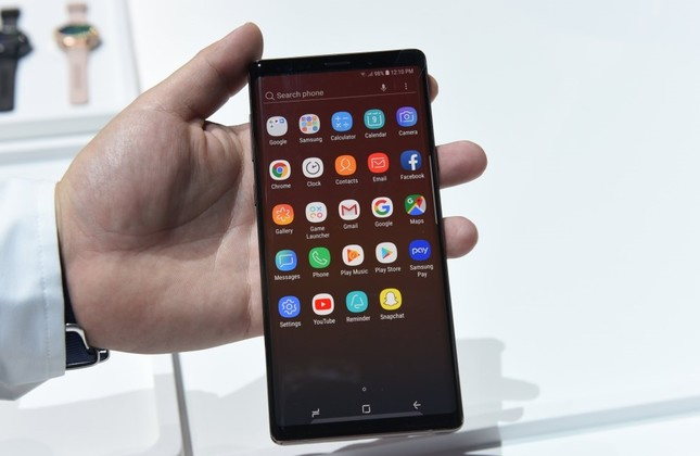 Samsung hopes newest smartphone to boost falling sales