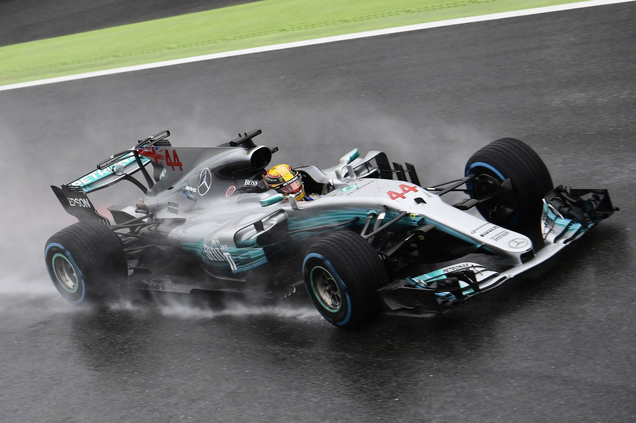 Mercedes' British driver Lewis Hamilton drives during the qualifying session at the Autodromo Nazionale circuit in Monza on September 2, 2017 ahead of the Italian Formula 1 GP. (AFP Photo)