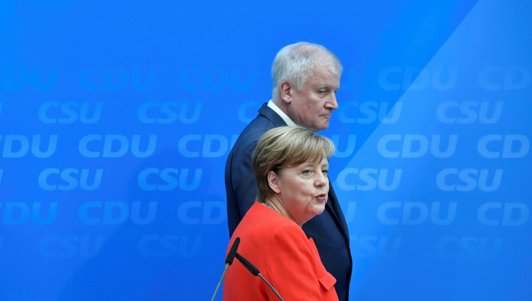 German Chancellor and head of the Christian Democrats party, Angela Merkel and Horst Seehofer, leader of Bavarian sister Party CSU, give a press conference on July 3, 2017 in Berlin (AFP Photo)