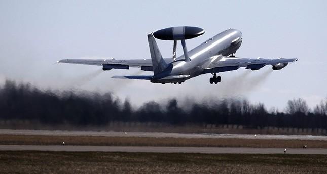 الناتو يرسل طائرات أواكس إلى تركيا لمراقبة تحركات داعش على الحدود