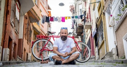 pMehmet Yapar cycles day and night on his red bike. For him, cycling is a way to hold on to life and get his mind off all else due to financial problems in his professional life. Having created an...