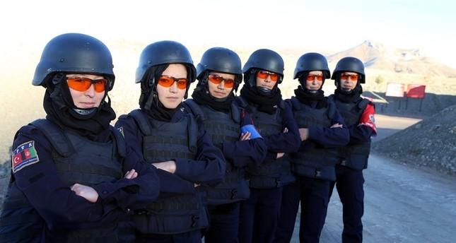 شرطيات أفغانيات يتلقين تدريبات في تركيا لتعزيز قدراتهن القتالية