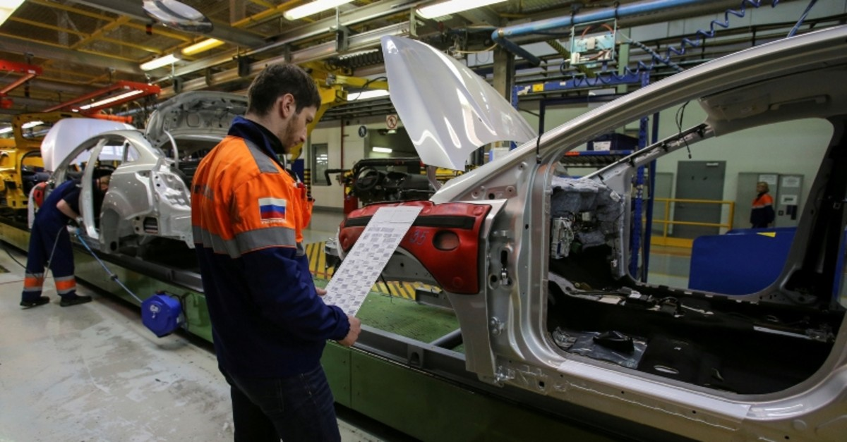 Employees work on an assembly line at a Ford Sollers, U.S. carmaker Ford's joint venture with Russian partners, factory in Vsevolozhsk, Leningrad region, Russia July 7, 2015. (Reuters Photo)