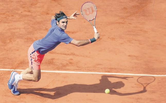 Roger Federer makes a return against Stan Wawrinka at the French Open, June 2, 2016.