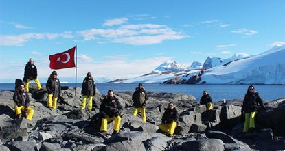 Antarctic expeditions open new chapter in science