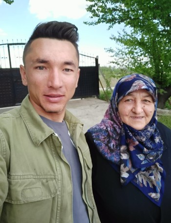 Ahmet Örken with his mother Nigar Ayyorkun.