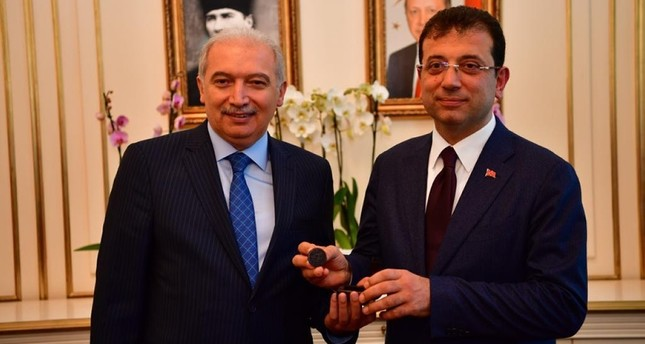 Ekrem İmamoğlu receives mayor's seal from Mevlüt Uysal in a formal ceremony after receiving his mandate for Istanbul mayor on April 17, 2019.