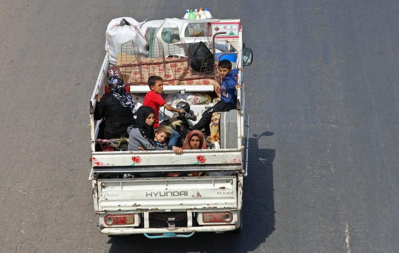 Residents of the Idlib province flee toward the Syrian Turkish border on September 10, 2018. (AFP Photo)