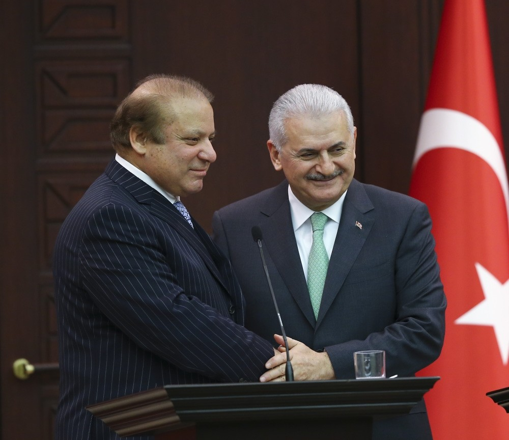 Pakistani Prime Minister Nawaz Sharif (L) with Prime Minister Yu0131ldu0131ru0131m at a joint press conference yesterday.
