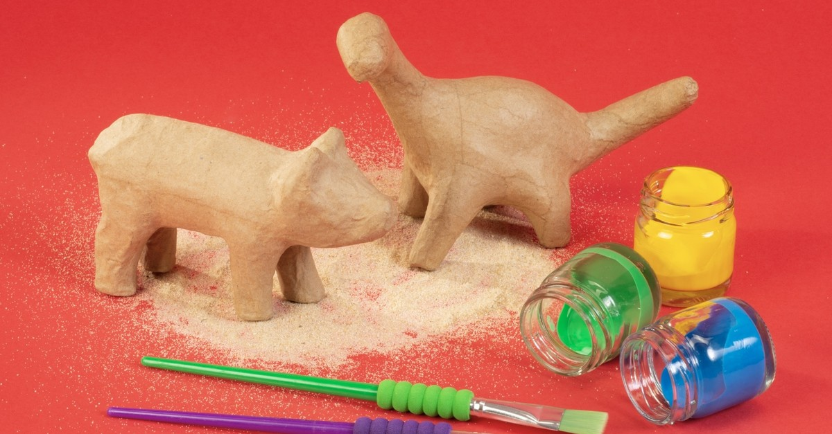 At the u201cDig, Discover, Paint!u201d workshop, children form animal or plant figures with clay and then color them.