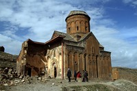 pРуины города Ани в провинции Карс на востоке Турции привлекают местных и иностранных туристов во все времена года./p  pРуины античного города расположены на границе с Арменией./p  pАни также...