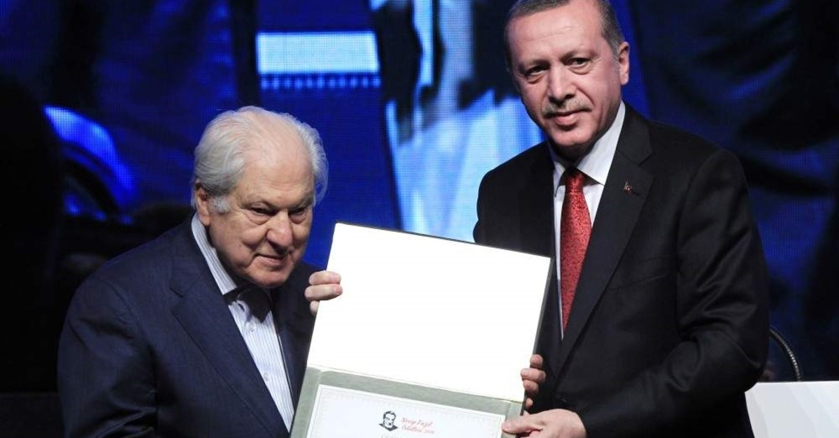 Nuri Pakdil, who was selected to receive the Presidential Culture and Arts Grand Awards posthumously this year, was presented with the Necip Faz?l Award by President Recep Tayyip Erdo?an in November 2014. (AA Photo)
