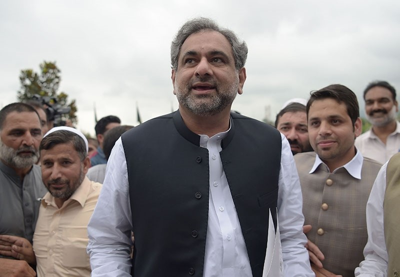 Pakistan's former petroleum minister and prime minister-designate Shahid Khaqan Abbasi arrives at the Parliament House to casts his vote during the election for interim prime minister in Islamabad on August 1, 2017. (AFP Photo)