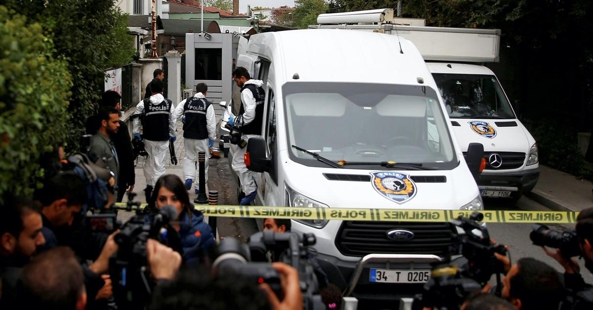 Turkish forensic officials arrive at the residence of Saudi Arabiau2019s Consul General Mohammad al-Otaibi to investigate the Khashoggi murder, Istanbul, Oct. 17, 2018.