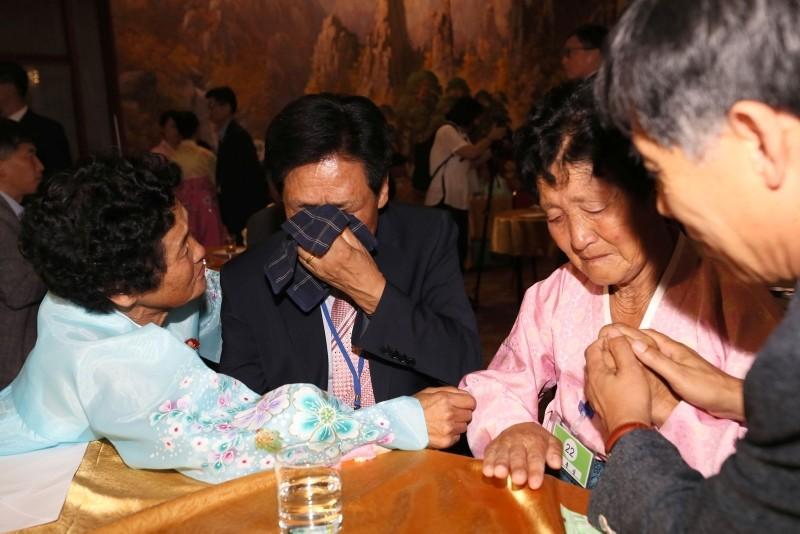 South Korean Kim Choon-sik, second left, 80, meets his North Korean sister Kim Choon-sil, left, 77, during an inter-Korean family reunion at the Mount Kumgang resort on North Korea's southeastern coast, Aug. 20, 2018. (AFP Photo)