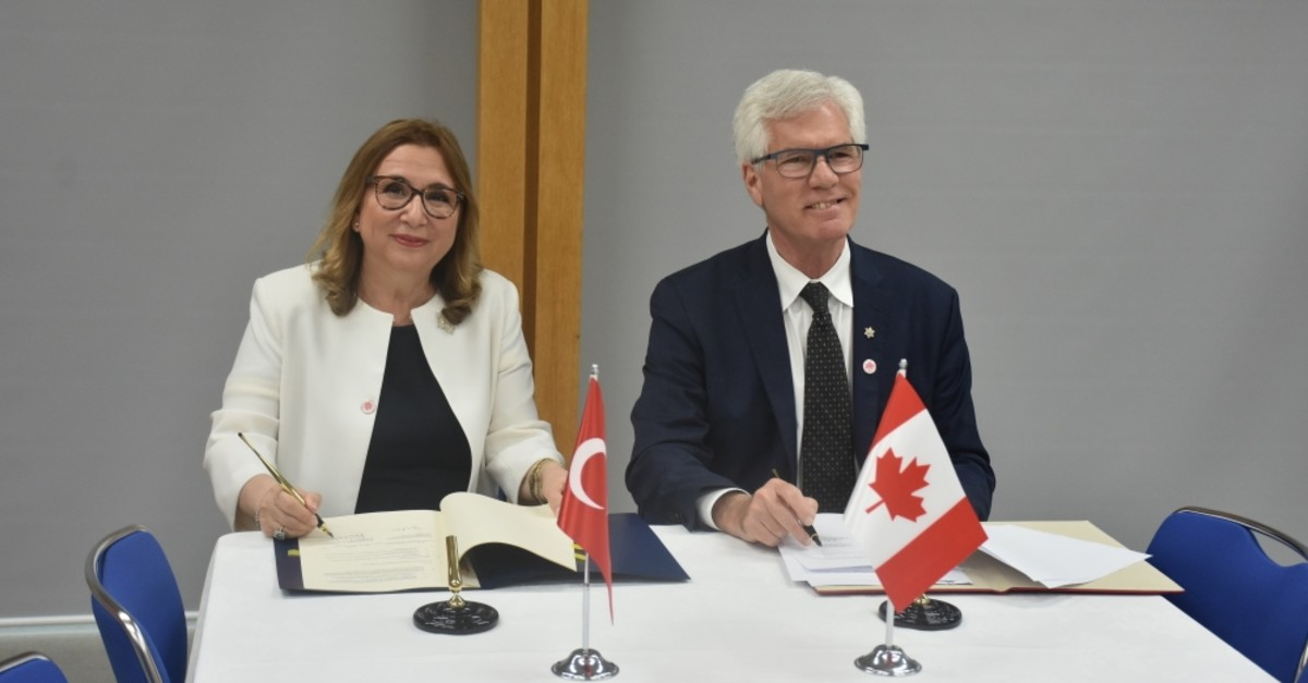 Trade Minister Ruhsar Pekcan and her Canadian counterpart Jim Carr (R) signed the Joint Economic and Trade Commission's MoU at the G20 Ministerial Meeting on Trade and Digital Economy in Japan, June 8, 2019.